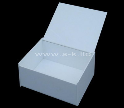 white box with lid