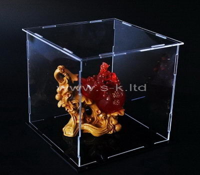 Clear acrylic crafts display case